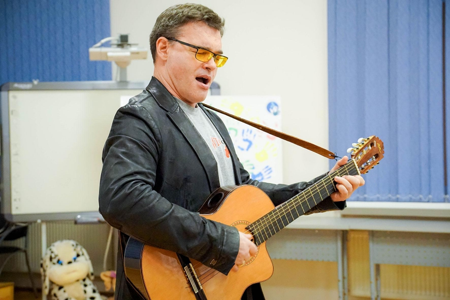Концерт Евгения Дятлова для маленьких пациентов