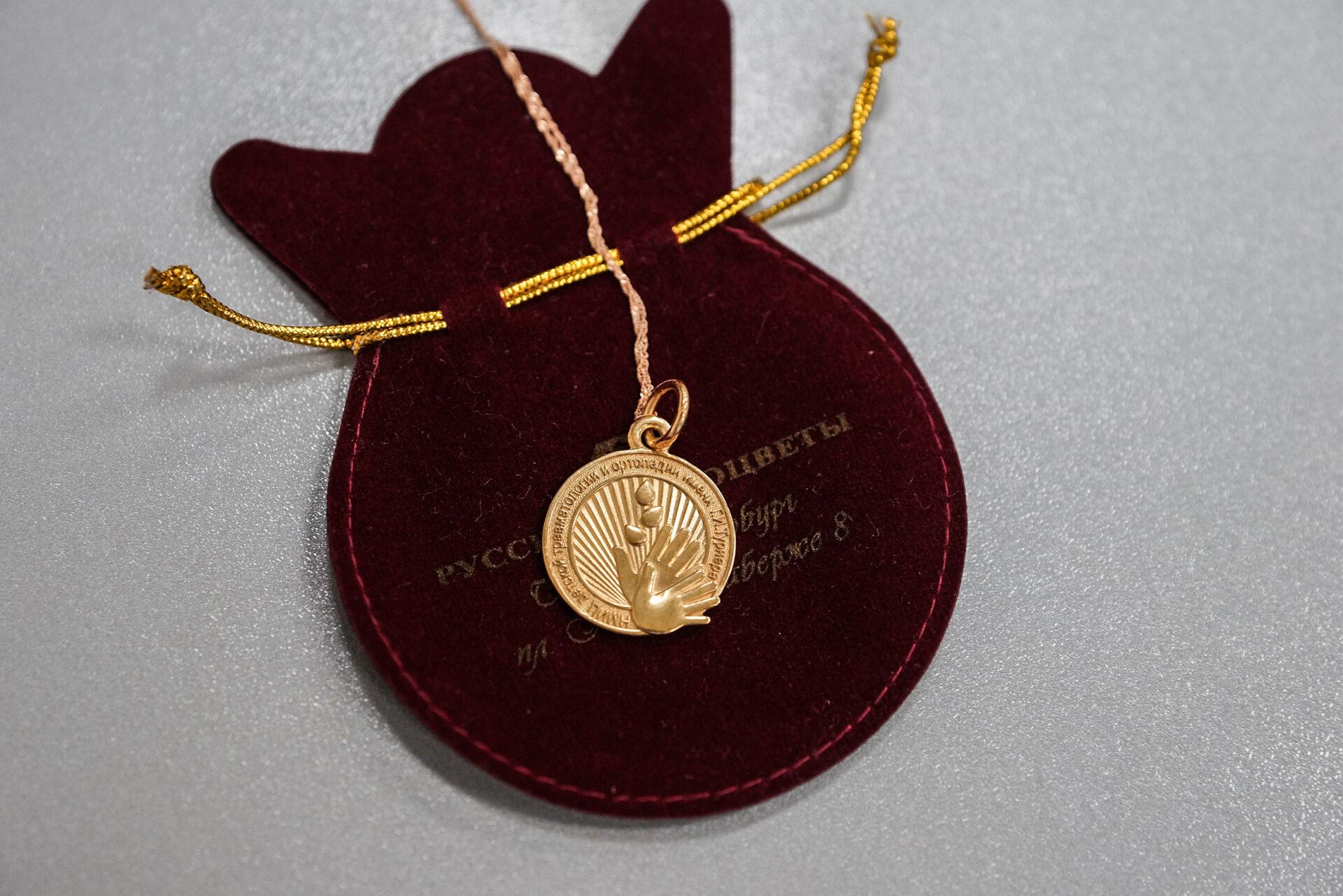 Ординаторам НМИЦ детской травматологии и ортопедии имени Г.И. Турнера вручены памятные сувениры