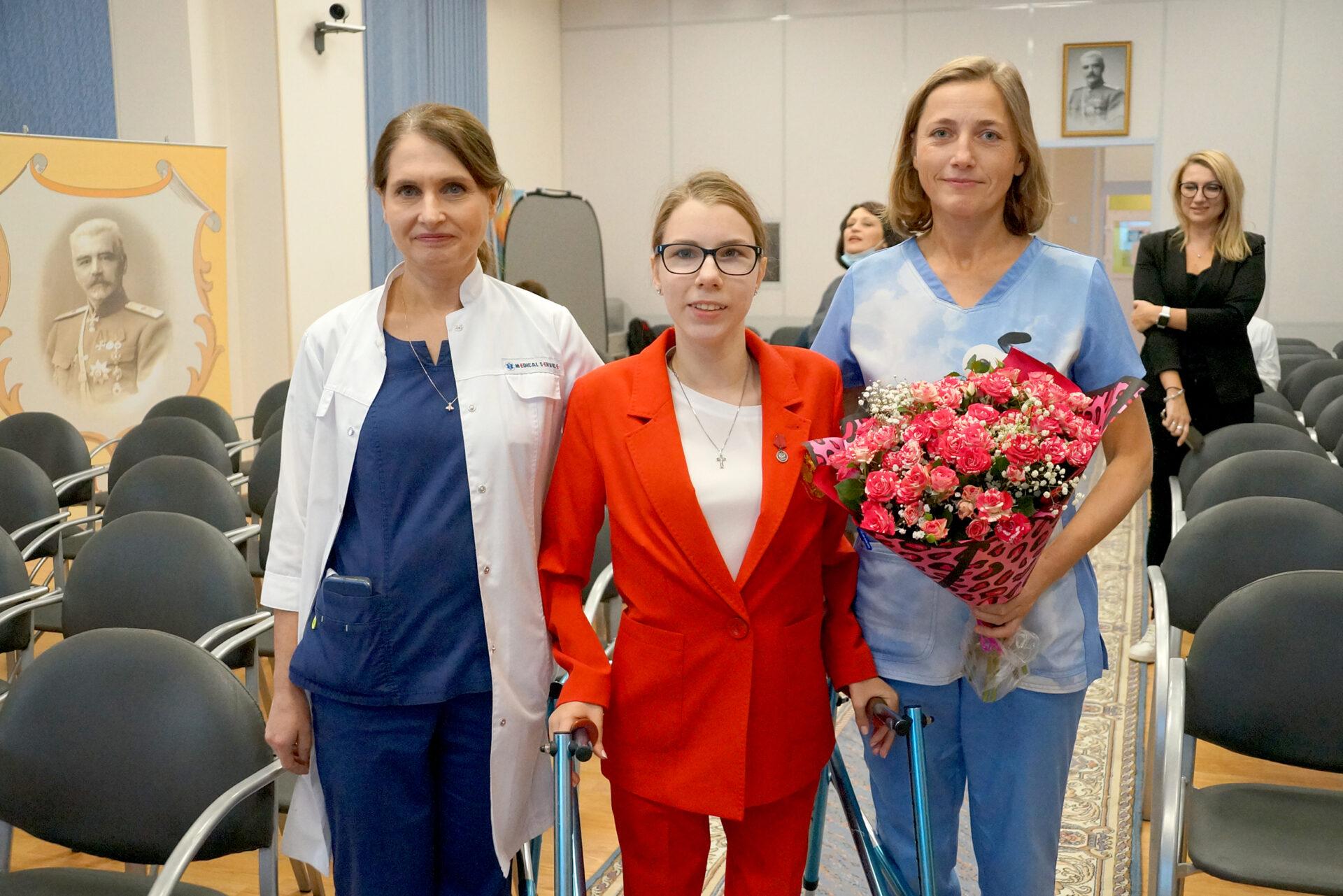 Паралимпийская чемпионка Дарья Адонина посетила Центр имени Г. И. Турнера, где ей вернули радость движения